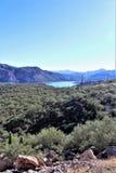 Взгляд национального леса Tonto сценарный от мезы, Аризоны к озеру Аризоне каньон, Соединенным Штатам стоковые изображения