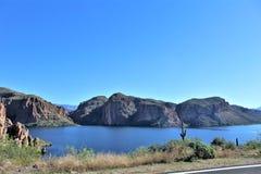 Взгляд национального леса Tonto сценарный от мезы, Аризоны к озеру Аризоне каньон, Соединенным Штатам стоковое фото