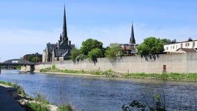 Взгляд на большом реке, timelapse 4K Кембриджа, Канады сток-видео