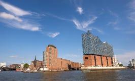 Взгляд на гавани Гамбурга и Hafencity от южного банка Эльбы Германия hamburg стоковые изображения