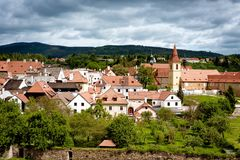 Взгляд на городке и садах Cesky Krumlov взгляд городка республики cesky чехословакского krumlov средневековый старый стоковое изображение