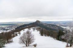 Взгляд на замке Hohenzollern от рожка Zeller в зимних временах, Ge Стоковое Изображение RF
