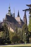 Взгляд на замоке Прага от королевского сада Стоковые Изображения RF