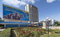 Взгляд на здании государственного университета Алма-Ата стоковые фото