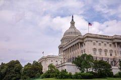 Взгляд на здании капитолия Соединенных Штатов стоковые изображения