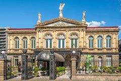 Взгляд на здании национального театра в Сан-Хосе - Коста-Рика стоковые изображения rf