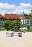 Взгляд на известной грандиозной гостинице близко к Балтийскому морю, песчаному пляжу, Sopot, Польше стоковые изображения rf