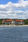 Взгляд на известной грандиозной гостинице близко к Балтийскому морю, песчаному пляжу, Sopot, Польше стоковое фото rf
