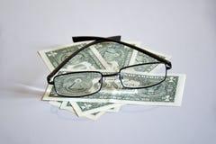 Взгляд на пирамиде $ 1 через стекла стоковые изображения