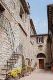 Взгляд на пустой улице городка Corciano стоковая фотография