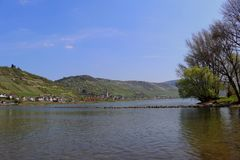 Взгляд на реке Рейне весной Долина Middlerhine Mittelrheintal Стоковая Фотография
