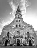 Взгляд на старой церков ` s St Peter, Риге, Латвии Стоковое Фото