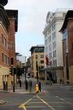 Взгляд на улице с различными зданиями в newcastle северной восточной Англии Великобритании стоковое изображение