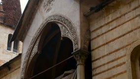 Взгляд на церков Santa Maria Antica церковь романск расположенная в историческом центре Вероны акции видеоматериалы