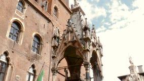 Взгляд на церков Santa Maria Antica церковь романск расположенная в историческом центре Вероны сток-видео