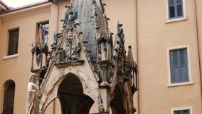Взгляд на церков Santa Maria Antica церковь романск расположенная в историческом центре Вероны видеоматериал