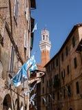 Взгляд на Torre del Mangia в Сиене, Италии Стоковое фото RF