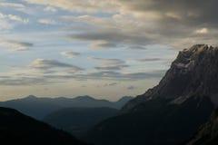 Взгляд на Zugspitze от австрийских горных вершин стоковое фото rf
