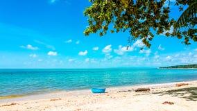 Взгляд неба моря песка Таиланда острова Samui стоковые фотографии rf