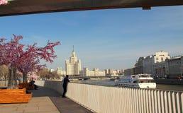 Взгляд небоскреба на обваловке Kotelnicheskaya Стоковое Изображение