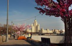 Взгляд небоскреба на обваловке Kotelnicheskaya Стоковые Изображения