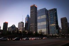 Взгляд небоскребов Чикаго внутри к центру города, Иллинойс, США Стоковое Фото