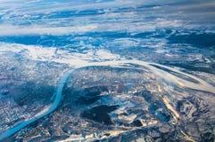 Взгляд Новгород и места сливать реки Волга и Oka из плоского окна стоковые фото