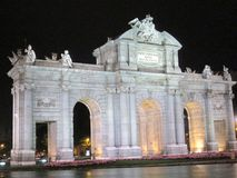 Взгляд ночи ¡ Мадрида Испании Европы Puerta de Alcalà Стоковые Фото