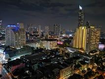 Взгляд ночи Бангкока от верхней части стоковое фото rf