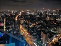 Взгляд ночи Бангкока от верхней части стоковое изображение rf