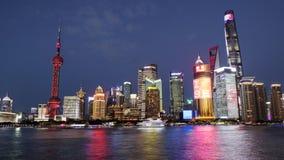 Взгляд ночи бунда Рекы Huangpu в Шанхае, Китае стоковое фото rf