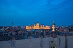 Взгляд ночи венгерского здания парламента в городе Будапешта, Венгрии Стоковые Фотографии RF