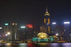 Взгляд ночи гавани Виктории в Гонконге стоковые фотографии rf