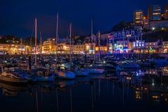 Взгляд ночи гавани Торки, южного Девона, Великобритании Стоковые Фото