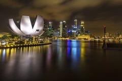 Взгляд ночи горизонта города Сингапура в Сингапуре стоковая фотография
