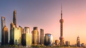 Взгляд ночи горизонта и Рекы Huangpu Шанхая Стоковые Изображения