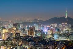 Взгляд ночи городского пейзажа Сеула городского Стоковые Фотографии RF