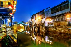 Взгляд ночи древнего города Сучжоу стоковое фото rf