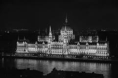 Взгляд ночи здания парламента в Будапеште стоковые изображения