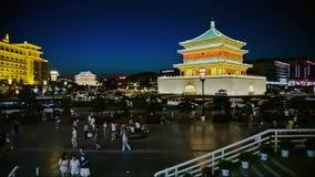 Взгляд ночи колокольни в Xian, Китае сток-видео