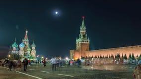 Взгляд ночи красной площади Москвы, мавзолея здания Ленина и правительства России сток-видео