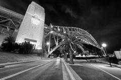 Взгляд ночи моста гавани Сиднея, Австралии стоковое фото rf