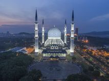 Взгляд ночи на голубой мечети, Shah Alam, Малайзии стоковое изображение rf