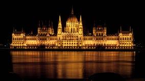 Взгляд ночи на парламенте Будапешта стоковое фото rf