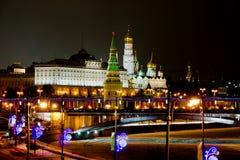 Взгляд ночи на Moscows Кремле в зиме Стоковое Изображение