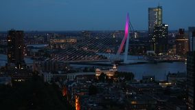 Взгляд ночи Роттердама панорамный сток-видео