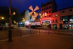 Взгляд ночи румян Moulin стоковые изображения