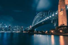 Взгляд ночи Сиднея стоковые изображения rf
