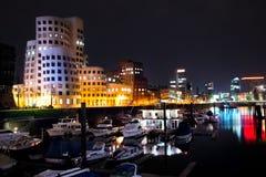 взгляд ночи средств гавани dusseldorf Стоковое Изображение