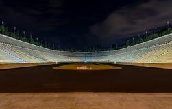 Взгляд ночи стадиона Panathinaiko (Kallimarmaro), Афиныы, Греции стоковые изображения